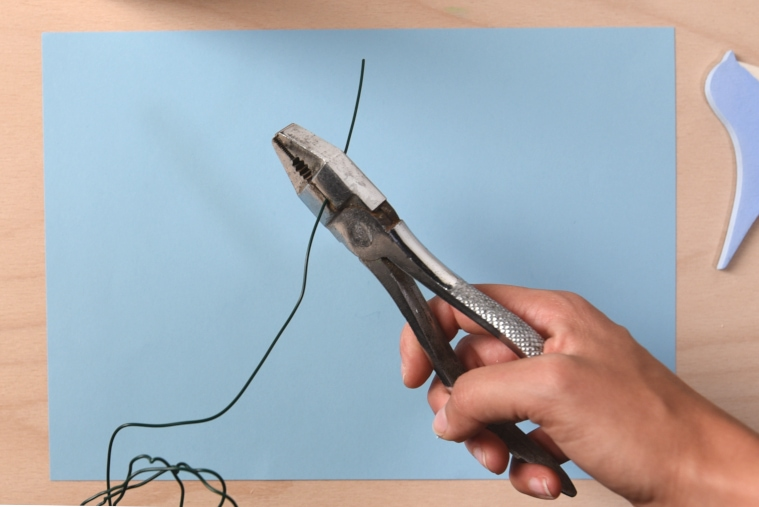 Cutting thin wire with pliers